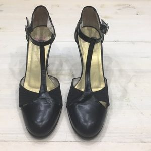 Ted Baker T strap close toed heels sz 7